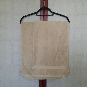 "Set of 2 small light brown bath towels 24"" x 36"""